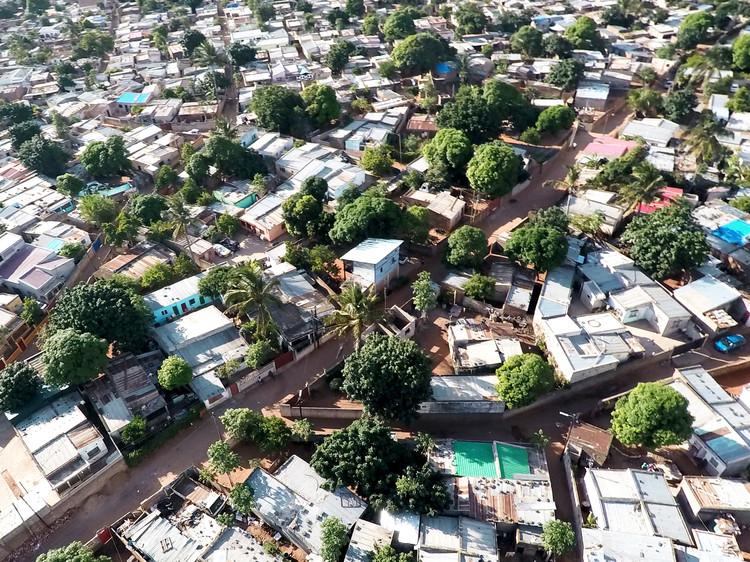 Casas Melhoradas Reimagines Affordable Housing in Maputo, Mozambique, Context. Image © Johan Mottelson