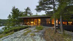 Go Home Bay Cabin  / Ian MacDonald