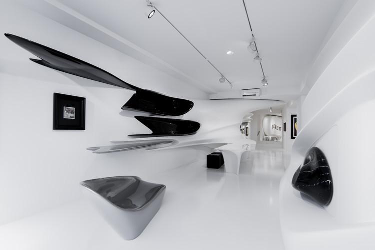 El último proyecto de Zaha Hadid es esta exhibición en Suiza, Cortesía de Galerie Gmurzynska