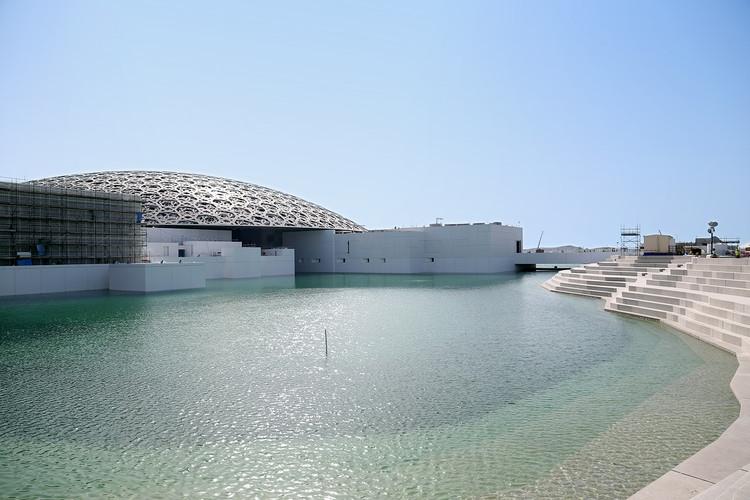Este timelapse muestra cómo el Louvre Abu Dhabi finalmente se encuentra con el mar, Cortesía de Tourism Development & Investment Company