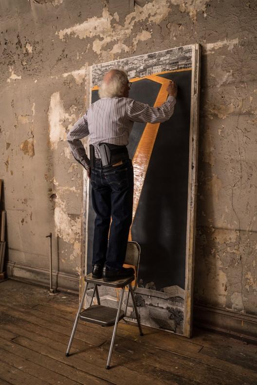 Noviembre 2015: Christo en su estudio en Nueva York prepara los primero dibujos de The Floating Priers. Image © Wolfgang Volz