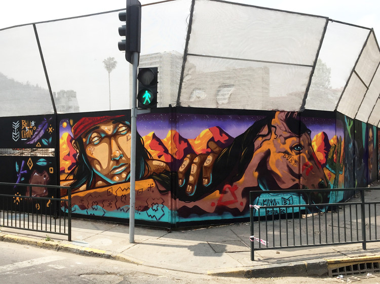 """Arte y Ciudad. Entrevista al muralista Faya: """"Hay un poder muy lindo detrás de cada mural o graffiti"""", Barrio Bellavista, Recoleta, Santiago. Image Cortesía de Faya E.C."""