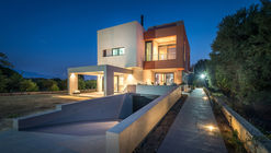 IS House  / Barlas Architects