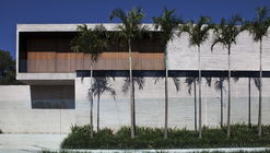 Cubes House  / Studio [+] Valéria Gontijo