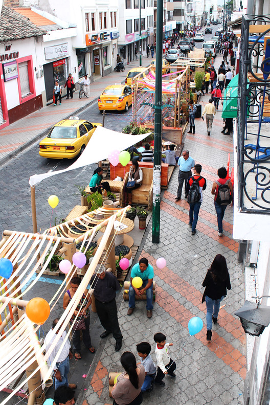 Estudiantes diseñan y construyen Parklets en el Centro de Ibarra, Ecuador, © Jorge Andrade Benítez