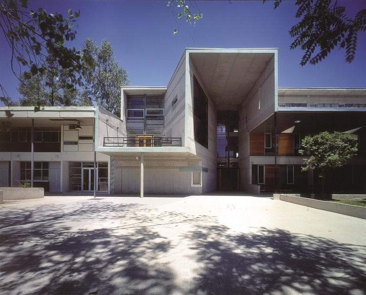 Escuela de Matemáticas UC. Image © Tadeuz Jalocha