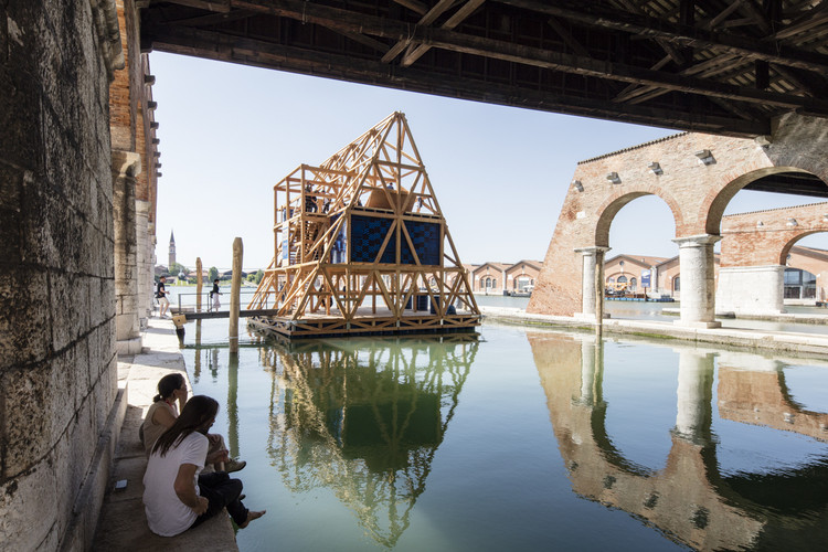 NLÉ's Makoko Floating School at the 2016 Venice Biennale. Image © Laurian Ghinitoiu