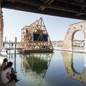 NLÉ's Makoko Floating School at the 2016 Venice Biennale. Image © Laurian Ghinitoiu
