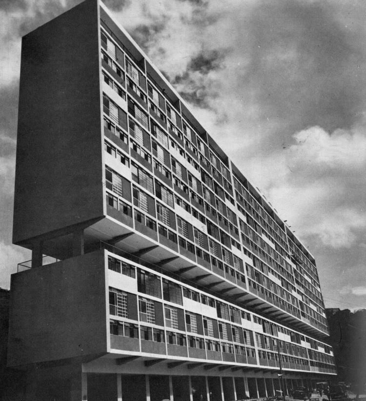 Unidad de Vivienda Cerro Grande, El Valle. Banco Obrero, Arquitecto Guido Bermúdez, 1954. Image ©  La Vivienda Multifamiliar, Caracas 1940-1970. Instituto de Arquitectura Urbana. Caracas, 1983. Pp. 50-51