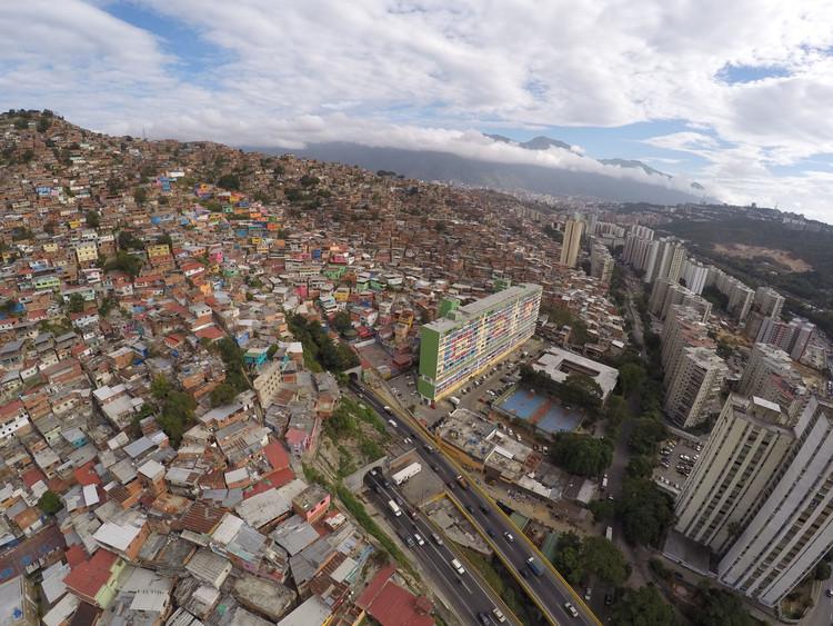 Vista aérea de la Unidad de Vivienda Cerro Grande, El Valle, 2015. Image © Enlace Arquitectura