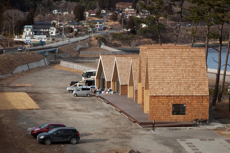N Village / Zai Shirakawa Architects. Otsuchicho Namiita Coast. Image © Max Creasy