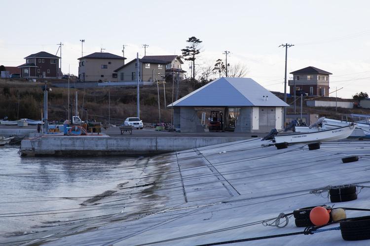View towards: Home for All (Oya, Kesennuma, Miyagi Prefecture) Otani Fishing Port, Resting Place/Workspace. Design: Yang Zhao, Kazuyo Sejima (adviser) Masanori Watase. Image © Max Creasy