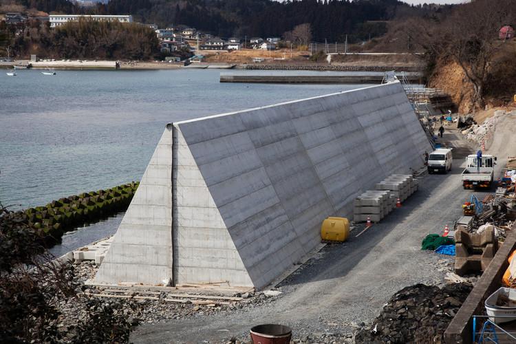 Sea wall construction at Kabanosawa, Miyagi Prefecture. Image © Max Creasy