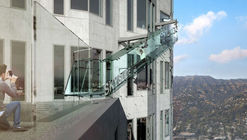 "Los Angeles' Glass-Bottomed ""Skyslide"" Opens to the Public"