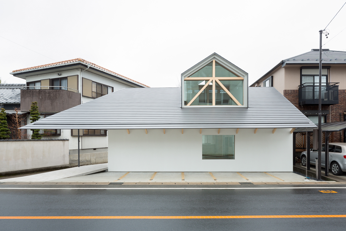 Gallery of house with dormer window hiroki tominaga atelier 1 - Houses roof windows ...