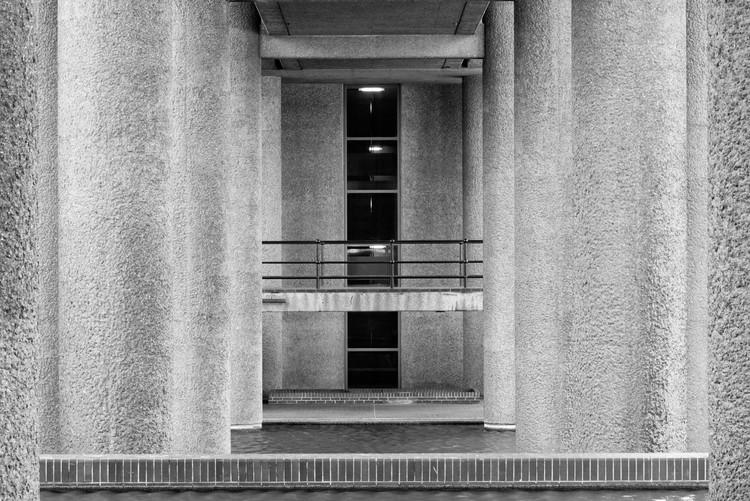 Gilbert House piloti. Image © Joas Souza