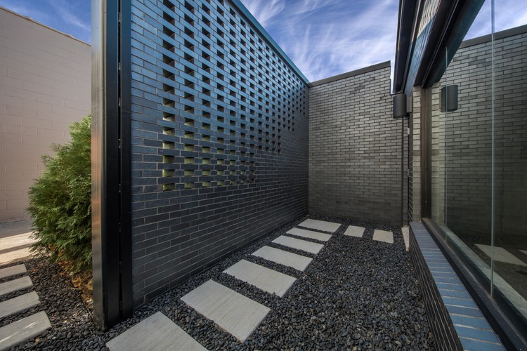 Royal House Recording / Saroki Architecture, © Jared Chulski Photography