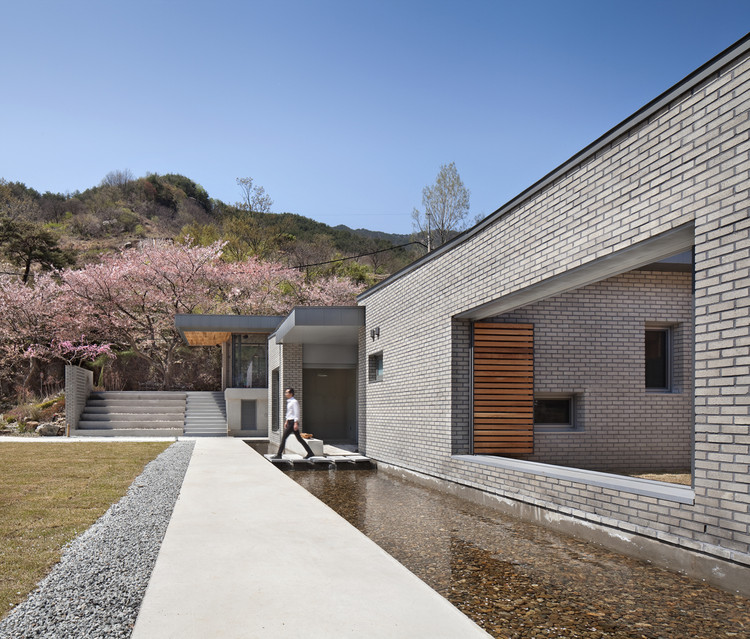 Casa Dos Patios + Café Bridge 130 / Lee.haan.architects, © Joonhwan Yoon