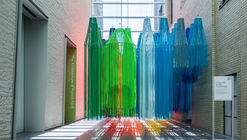 Francis Kéré Creates Installation from Brightly Colored Thread for First U.S. Retrospective