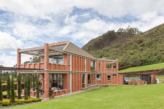 Casa llano grande yemail arquitectura plataforma - Casas prefabricadas grandes ...