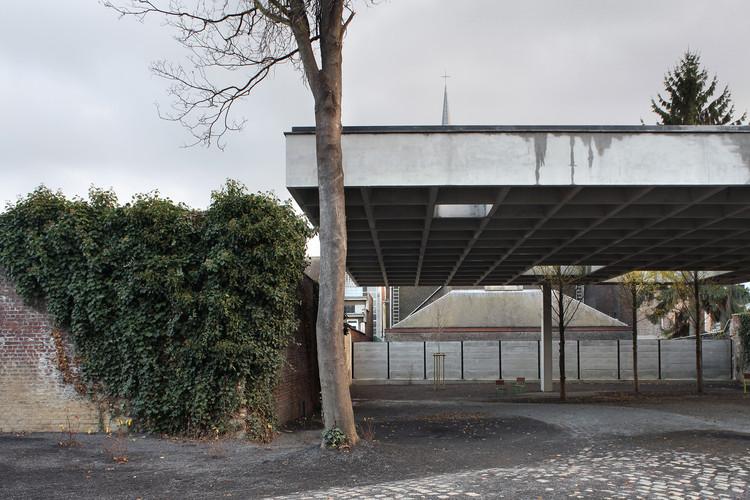Sala polivalente / Baukunst + Landinzicht. Image © Maxime Delvaux