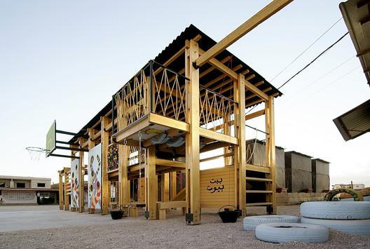 Un parque infantil diseñado y construido por la Catalytic Action en Bar Elias, Líbano. Imagen cortesía de Catalytic Action