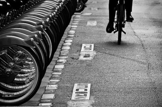 Bicicletas públicas de París. Image © Usuario Flickr: Sergio Patiño. Licencia: CC BY-NC-ND 2.0