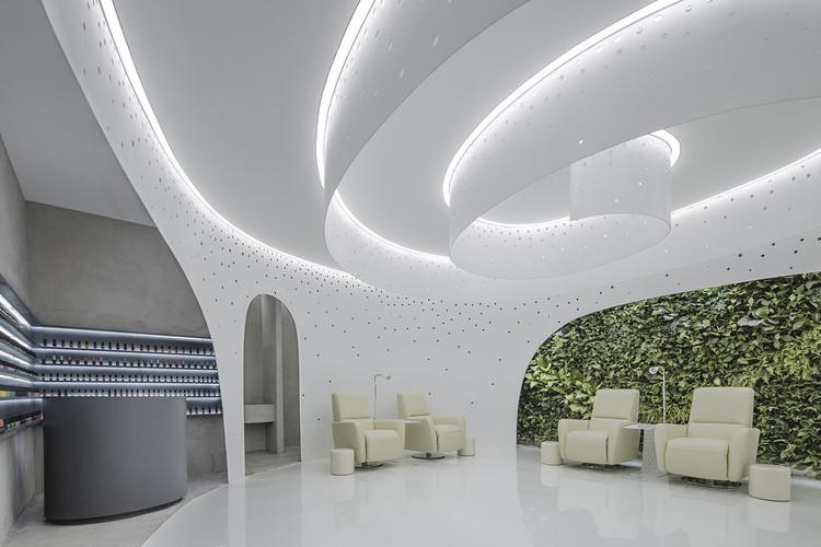 Jardín helicoidal — Salón de uñas Lily / ArchStudio, © Jin Weiqi