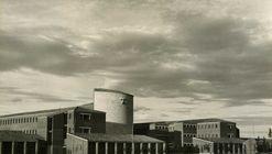 Clásicos de Arquitectura: Colegio Apostólico de los Padres Dominicos / Miguel Fisac