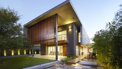 The Wolf House / Wolf Architects