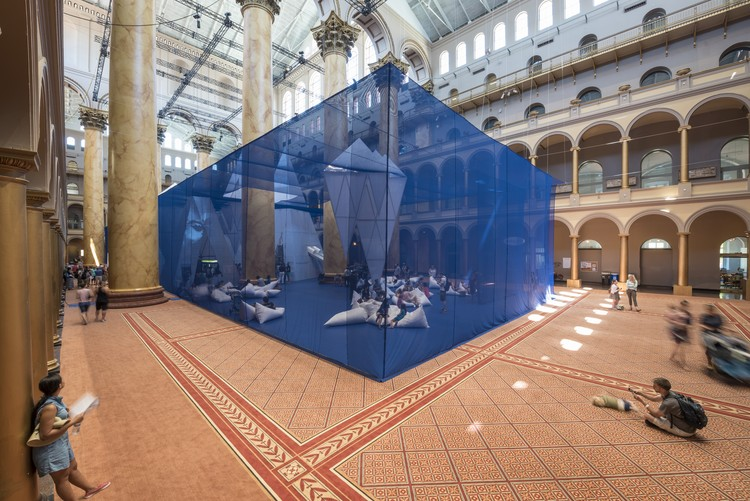 © ICEBERGS en el National Building Museum, por James Corner Field Operations. Imágenes por Timothy Schenck.