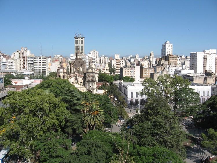 Córdoba, Argentina: techos verdes serán obligatorios en terrazas de más de 400 m2, Córdoba, Argentina. Image vía Wikimedia Commons. User Belgrano, licensed under Public domain