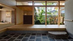House with a Doma Salon / Takashi Okuno Architectural Design Office