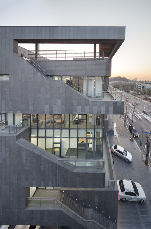 S  Axis Architects