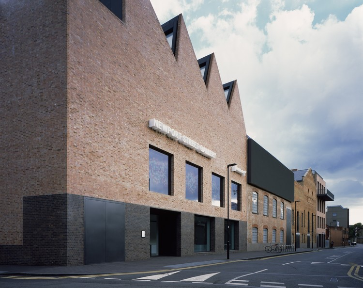 Newport Street Gallery, Vauxhall, Londres / Caruso St John Architects. Imagen © James Brittain
