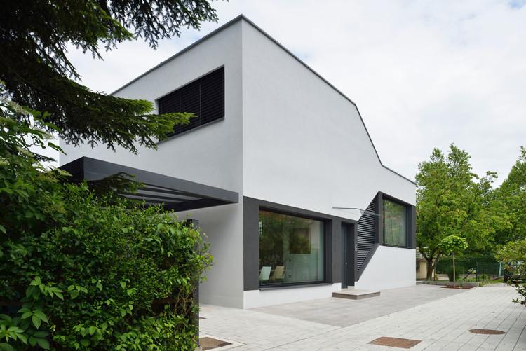 Casa Mezzanine / Elastik Architecture + Hikikomori, © Miran Kambič