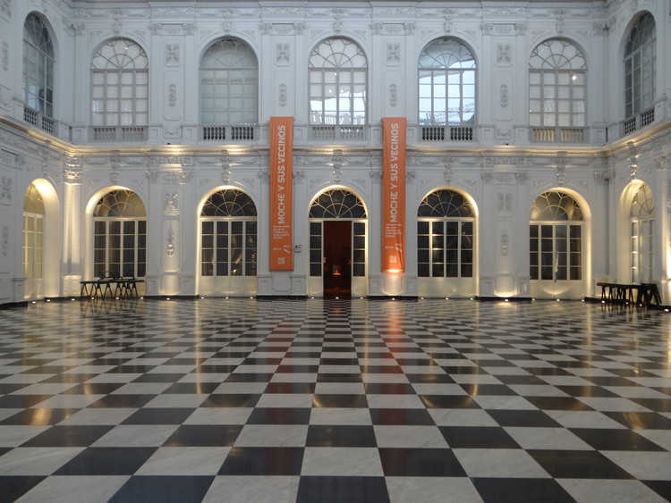 Palacio de la Exposición, patio central. 2016. Image © Marco Ureta