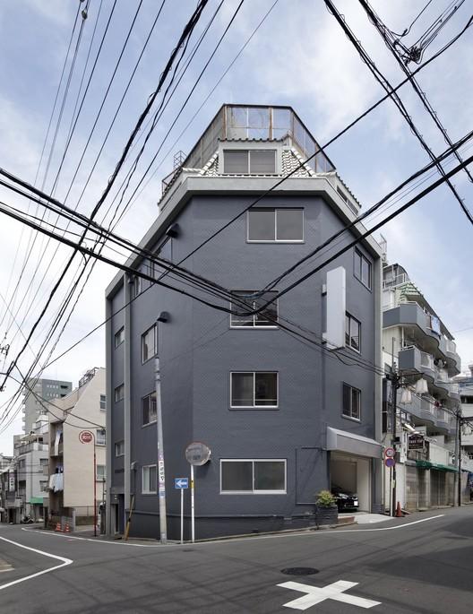 Aparthoteles en Otuka / Takashi Nishitani Architects, © Satoshi Shigeta