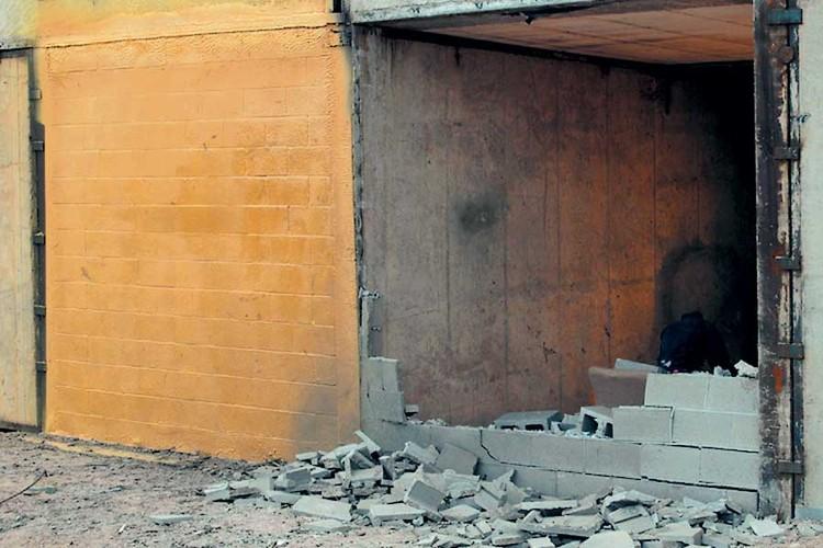 Este spray puede proteger a los edificios frente a desastres y explosiones, Muro cubierto con Paxcon (izquierda) v/s Muro no recubierto (derecha) después de una detonación TNT. Imagen Cortesía de Line-X