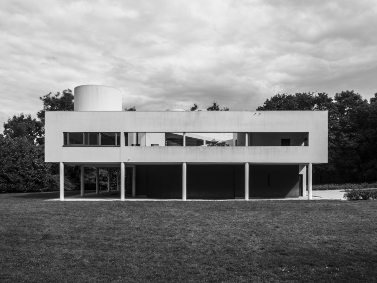 Villa Savoye near Paris, France. Image © Flickr user world3. Licensed under CC BY-NC-ND 2.0