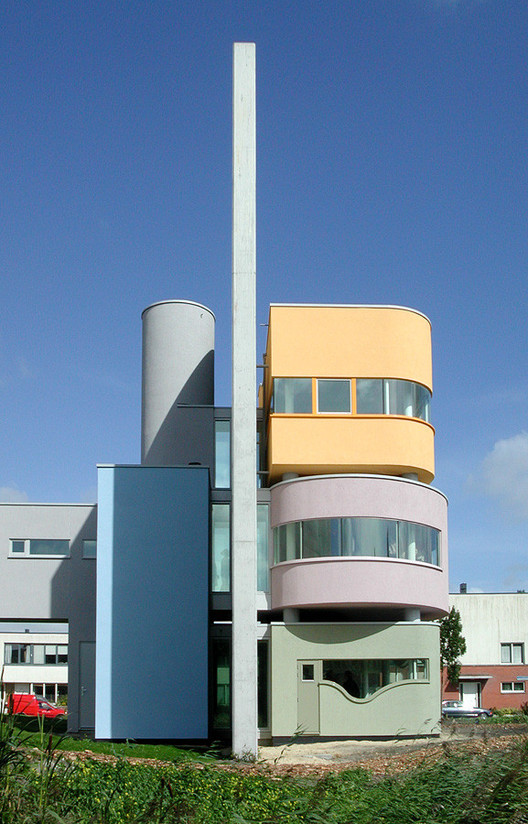 Wall House II, built 2001 in the Netherlands. Image © Liao Yusheng