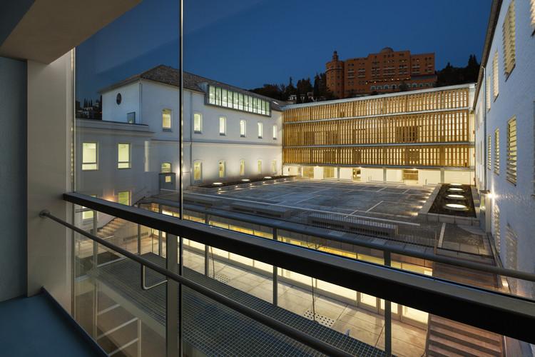 © Lluís Casals. ImageEscuela Técnica Superior de Arquitectura en el Antiguo Hospital Militar de Granada / Víctor López Cotelo