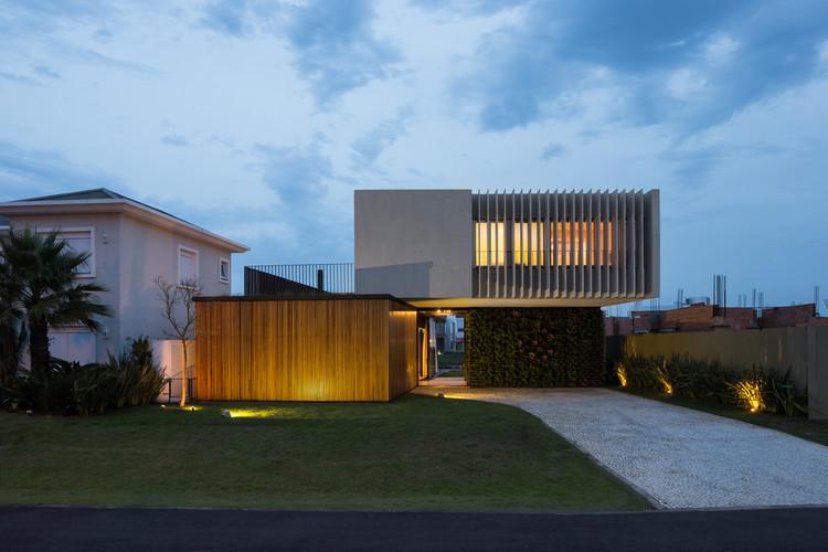 Material Focus: Enseada House by Arquitetura Nacional, © Marcelo Donadussi
