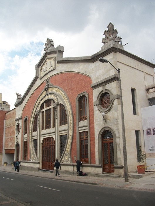Teatro Faenza / Arturo Tapia, Jorge Muñoz y Ernesto González Concha. Image © Pedro Felipe [Wikimedia], bajo licencia CC BY-SA 3.0
