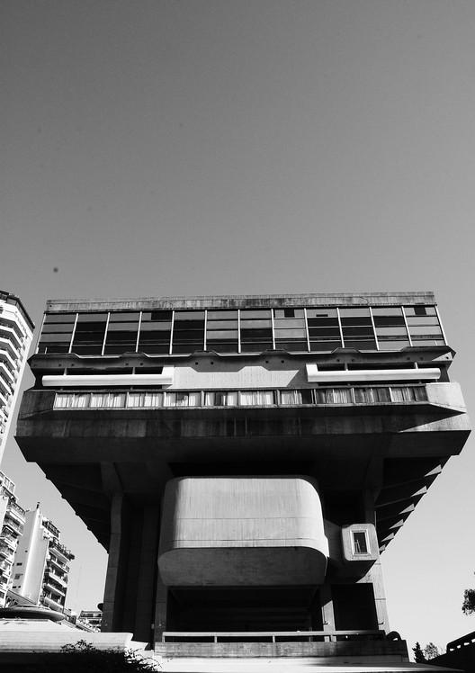 Clásicos de arquitectura:  Biblioteca Nacional Mariano Moreno / Testa, Bullrich y Cazzaniga, vía Flickr user: Gustavo Gomes CC BY 2.0