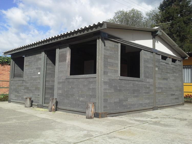 Construcción de vivienda tipo en ladrillos de plástico reciclado. Image Cortesía de Conceptos Plásticos