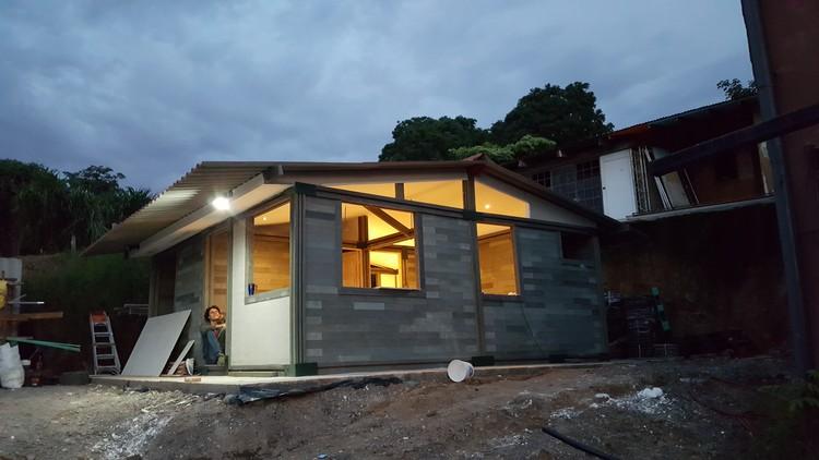 En 5 días se construyó esta vivienda con ladrillos de plástico reciclado, Construcción de vivienda tipo en ladrillos de plástico reciclado. Image Cortesía de Conceptos Plásticos
