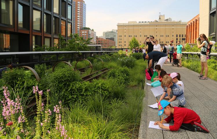 3 ideas del urbanista Kaid Benfield para construir ciudades más verdes y saludables, High Line, Nueva York. Image © Flickr usuario: UGArdener. Licencia CC BY-NC 2.0