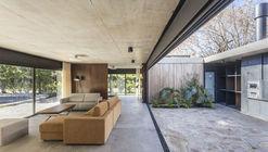 Casa en San Carlos / Marcelo Del Torto + Torrado Arquitectos