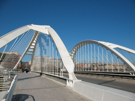 Bac de Roda Bridge. Image © <a href='www.flickr.com/photos/52320409@N07/6139293185/in/photolist-amvtYv-D3RVMK-D3RXen-CJ2sYY-eEpxBz-CdCUVw'>Flickr user solopilar licensed under <a href='https://creativecommons.org/licenses/by-sa/2.0/'>CC BY-SA 2.0</a>